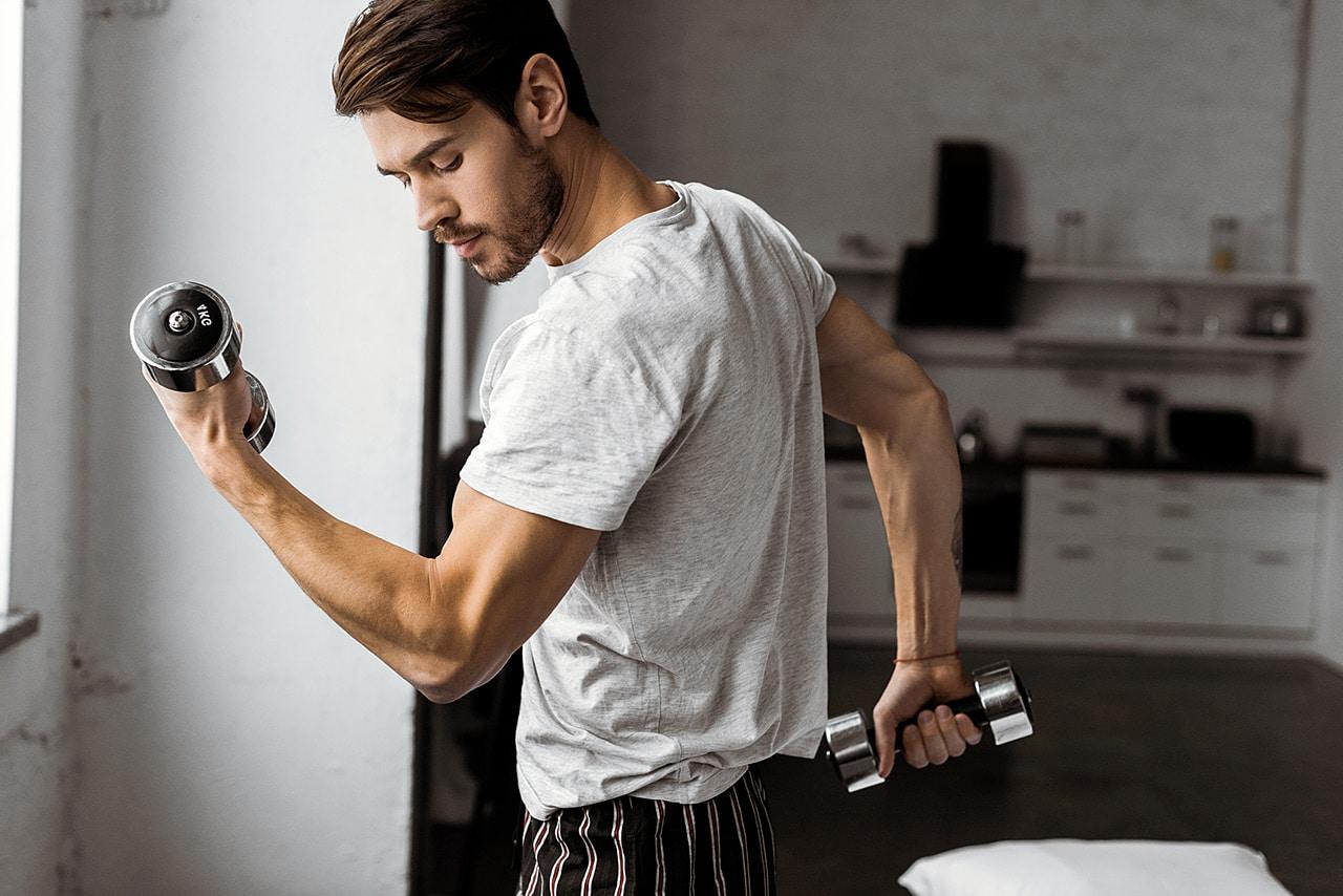 Se muscler avec des poids légers