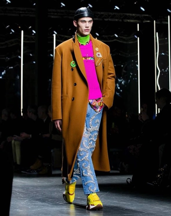 https//www.masculin.com/wp,content/uploads/sites/2/article/14740/versace_fw19