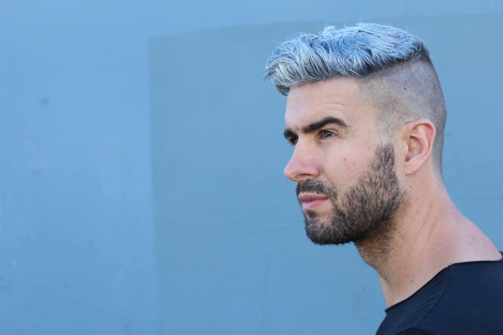 Coupe de cheveux couleur bleu