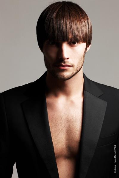 Coiffures pour hommes Г la mode avec les cheveux raides